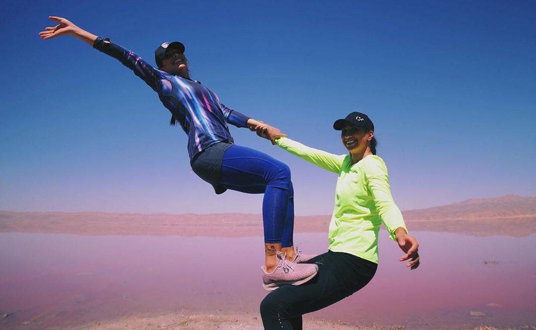 صجنه ای جالب از تمرین و آمادگی جسمانی دو خانم ورزشکار + عکس