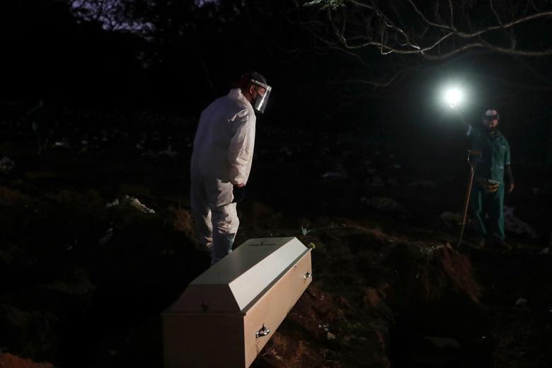 دفن شبانه فوتیهای کرونایی در گورستان شهر