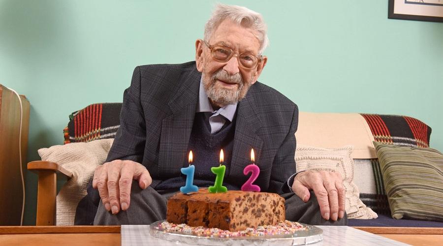پیرترین مرد دنیا در سن ۱۱۲ سالگی درگذشت + عکس