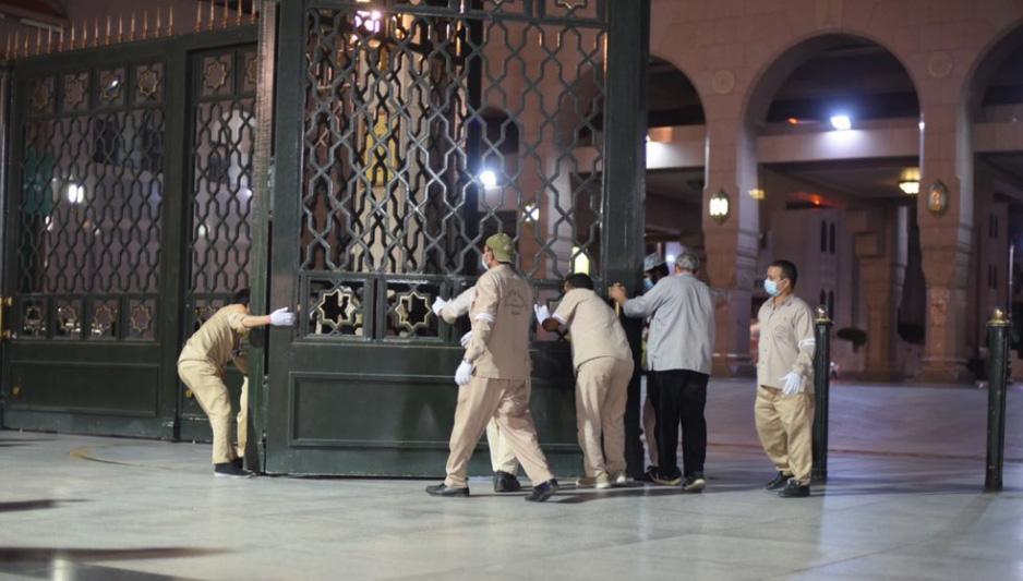 بازگشایی مسجد النبی پس از ۷۴ روز + عکس