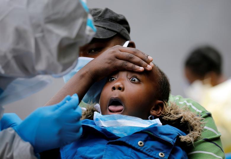 واکنش یک کودک به گرفتن تست کرونا + عکس
