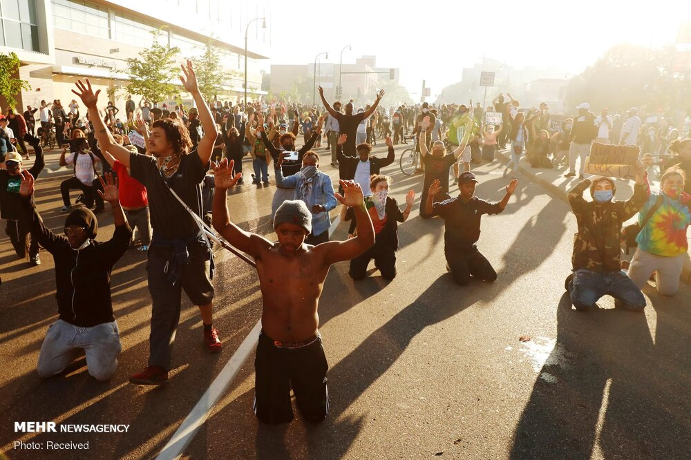وحشیگری پلیس آمریکا در برخورد با معترضان + عکس