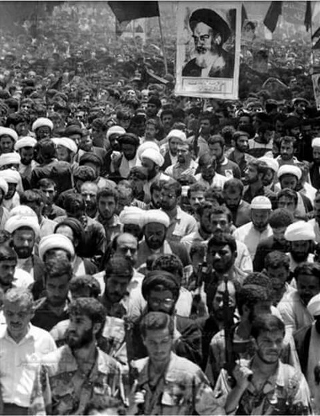 سید حسن نصرالله در مراسم تشییع امام (ره) + عکس