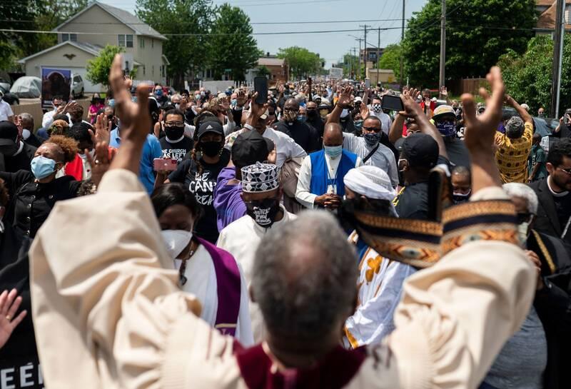 حضور شخصیتهای دینی در جمع معترضان آمریکا + عکس