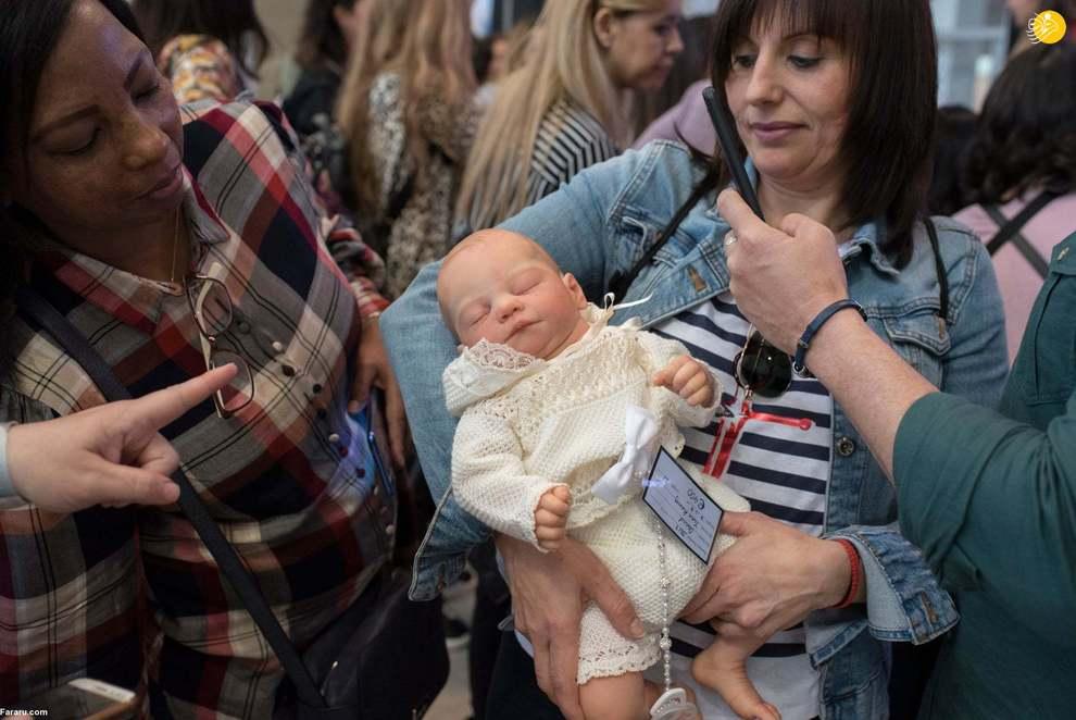 بازار داغ عروسکهای متولد شده شبیه نوزادان + عکس
