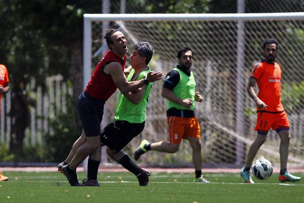 عاقبت فوتبال بازی کردن علی کریمی با خبرنگاران ورزشی! +عکس
