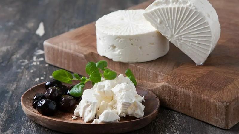 کودک از چه زمانی پنیر بخورد؟