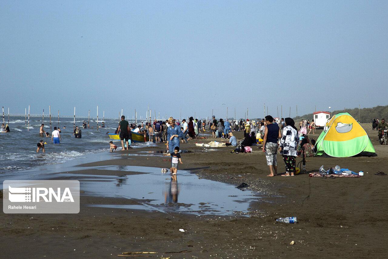 مردمی که در ساحل بابلسر ترسی از کرونا ندارند! + عکس