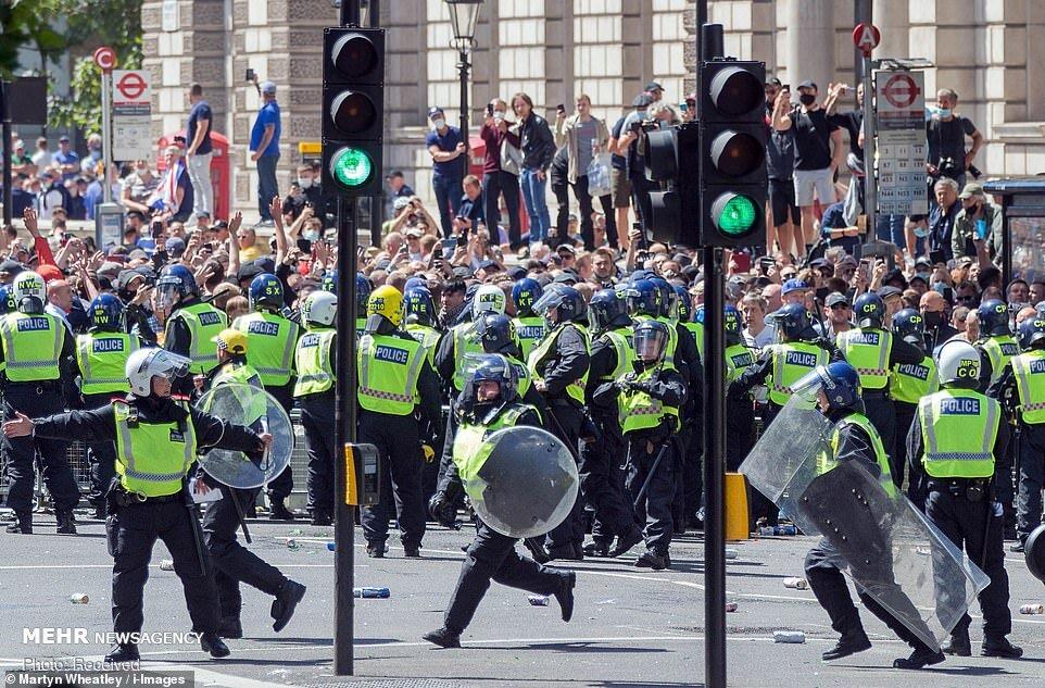 زد و خورد در اعتراضات علیه نژادپرستی انگلیس + عکس