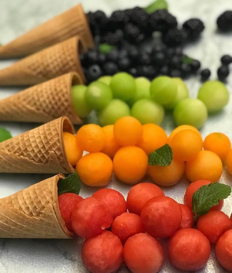 چند نکته درباره مصرف دو میوه آبدار تابستانی