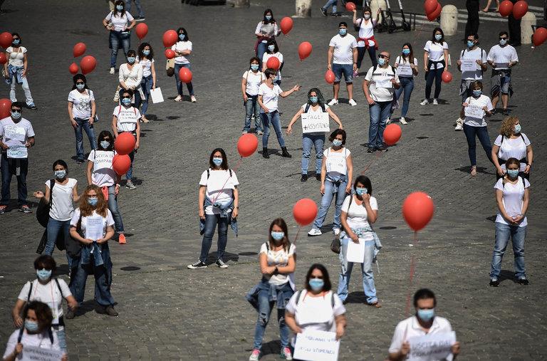 تجمع اعتراضی پرستاران با بادکنک + عکس