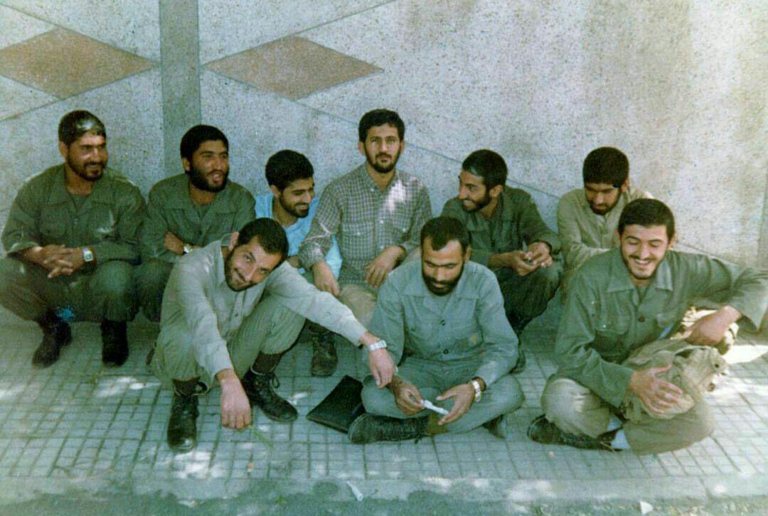 عکس کمتر دیده شده از شهید حاج قاسم در کنار سرداران انقلاب