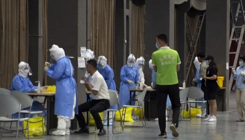 هجوم مردم چین برای تست کرونا + عکس