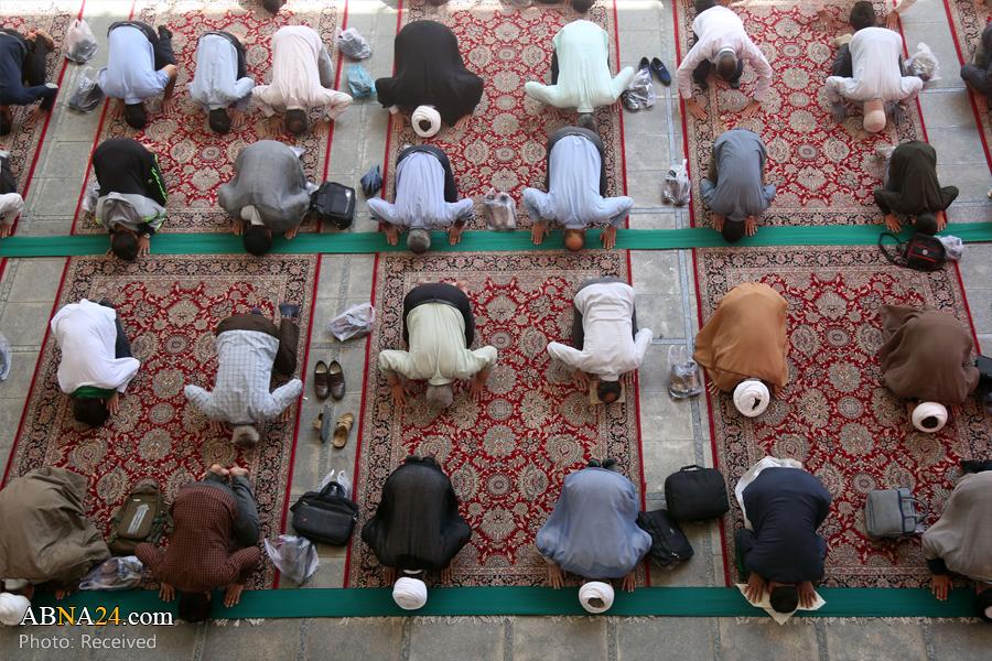 اقامه نماز آیات در حرم حضرت معصومه(س) با رعایت پروتکلهای بهداشتی + عکس
