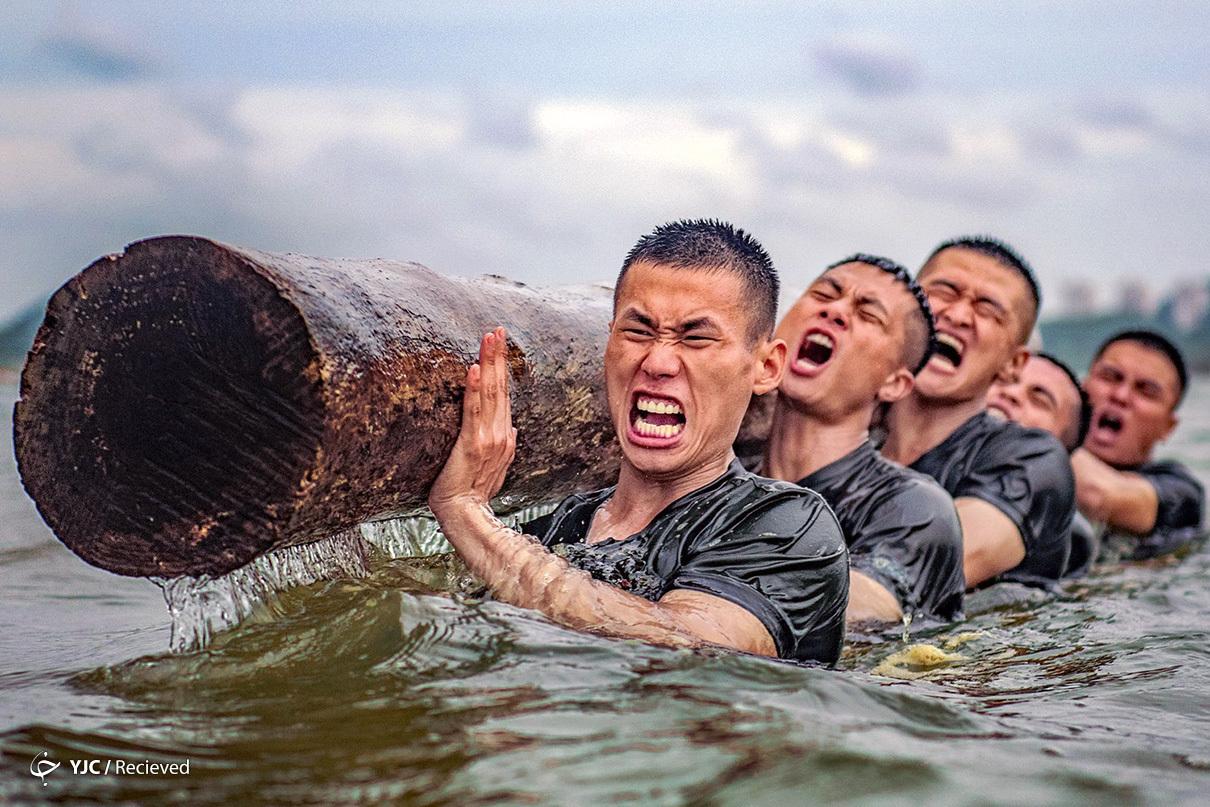 تمرین طاقتفرسای افسران پلیس در چین + عکس