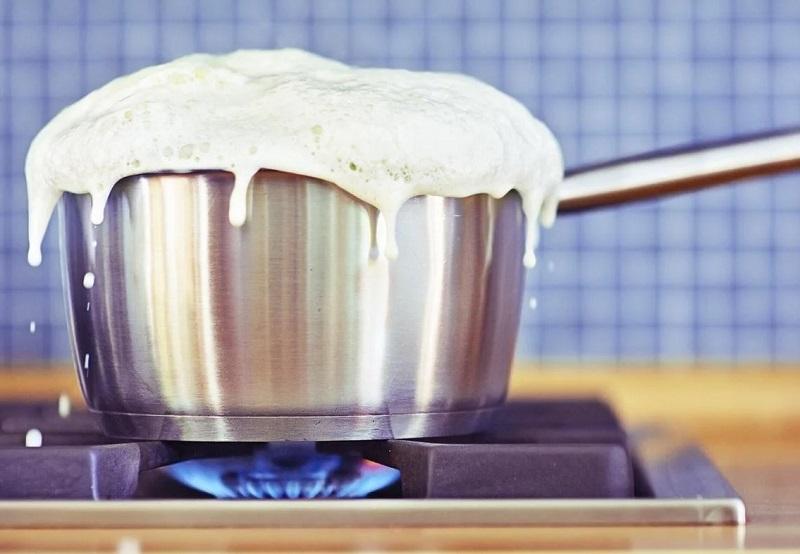 با جوشاندن ۱۰ تا ۲۰ دقیقه ای شیر میتوان به سالم بودن آن پی برد؟