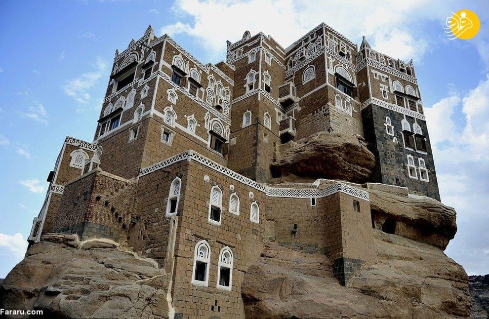 قصری فوق العاده زیبا در وسط بیابان های یمن + عکس