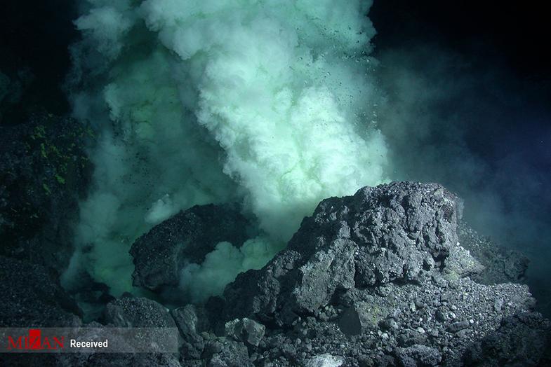 آتشفشانهای زیر آب+ عکس