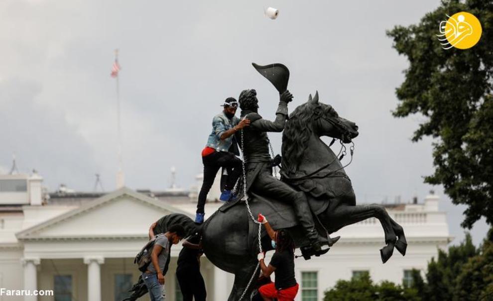 تلاش برای سرنگونی مجسمه اندرو جکسون مقابل کاخ سفید + عکس