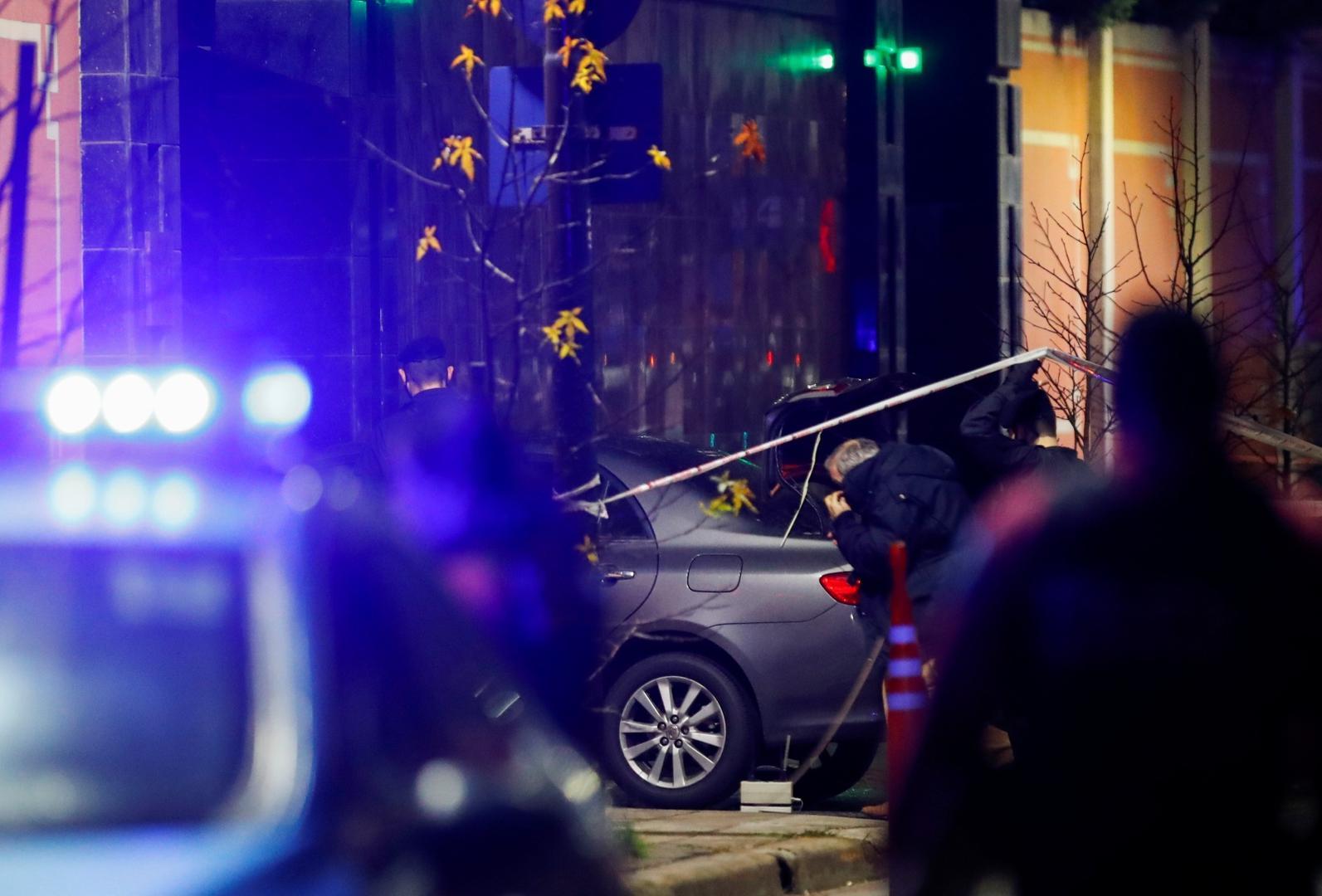 حمله یک خودرو به ساختمان سفارت چین + عکس