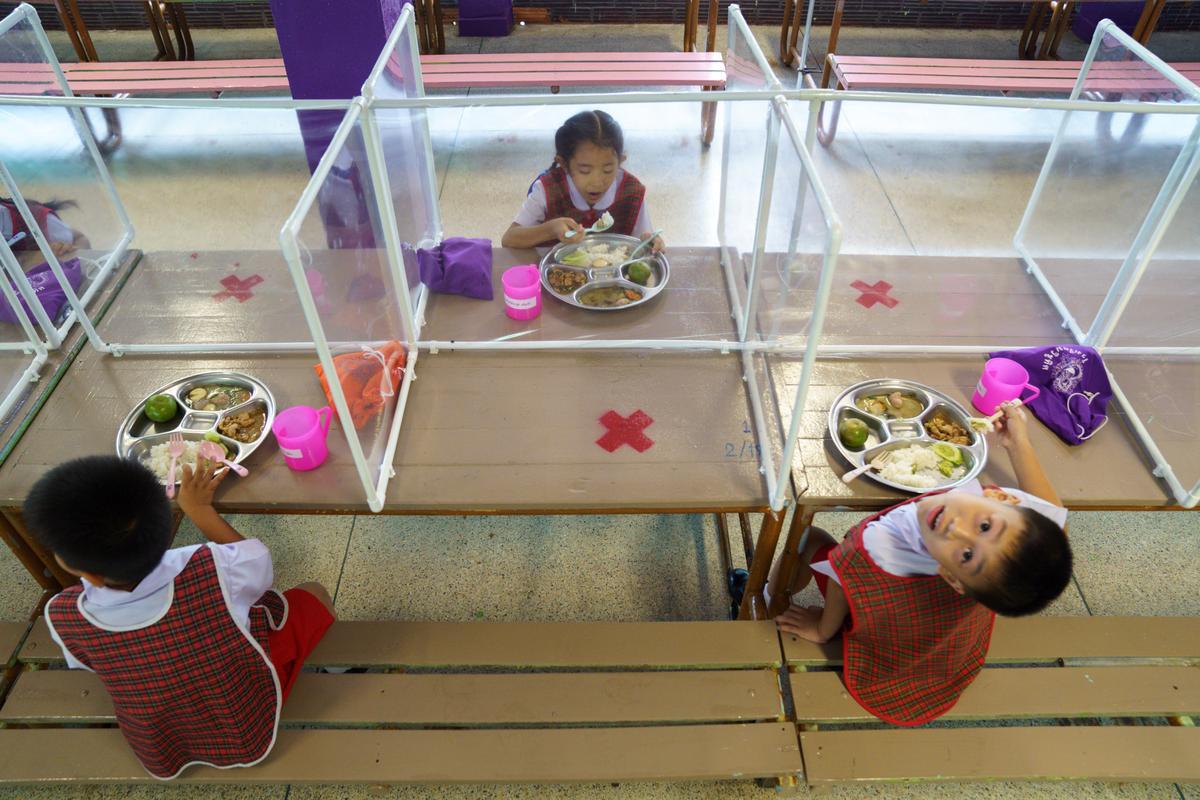 سالن غذاخوری دانش آموزان در دوران کرونا + عکس