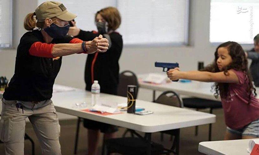 آموزش سلاح به دانشآموزان آمریکایی+ عکس