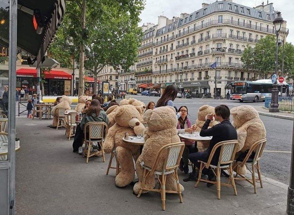 یک کافه متفاوت در پاریس + عکس