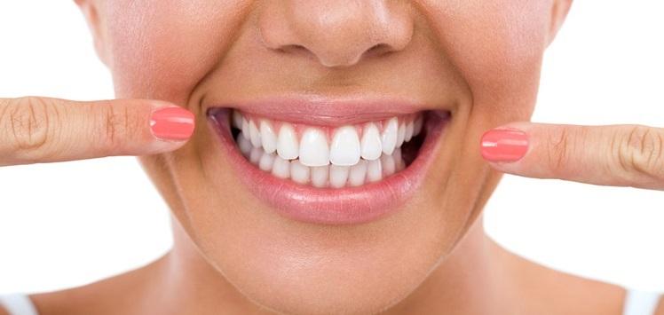 10 راز برای داشتن دندانهای سفیدتر و درخشانتر