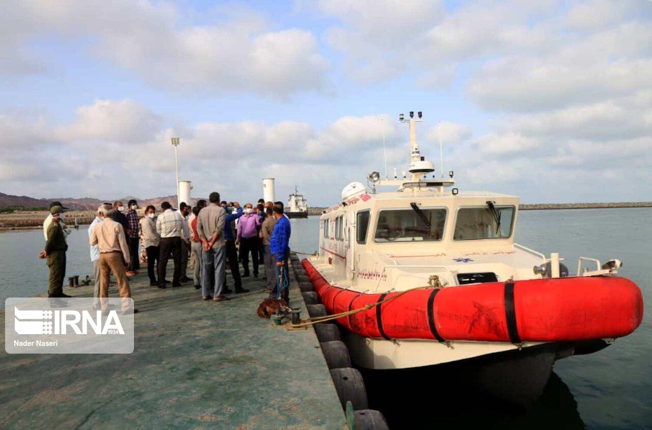 تحویل یک فروند آمبولانس دریایی به جزیره هرمز + عکس
