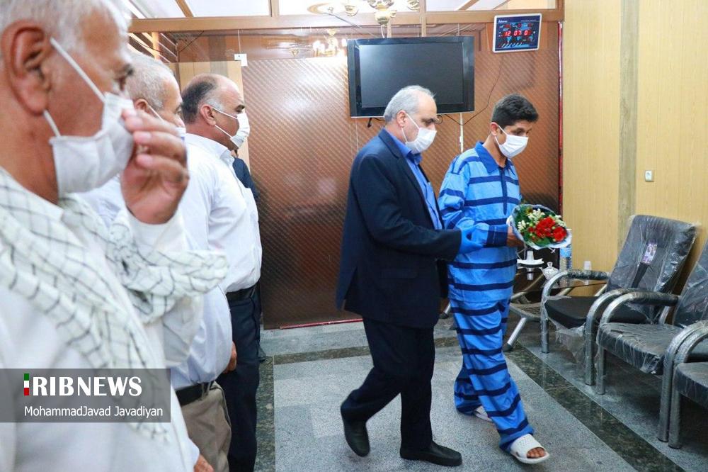 آزادی محکوم به قصاص بعد از ۹ سال حبس + عکس