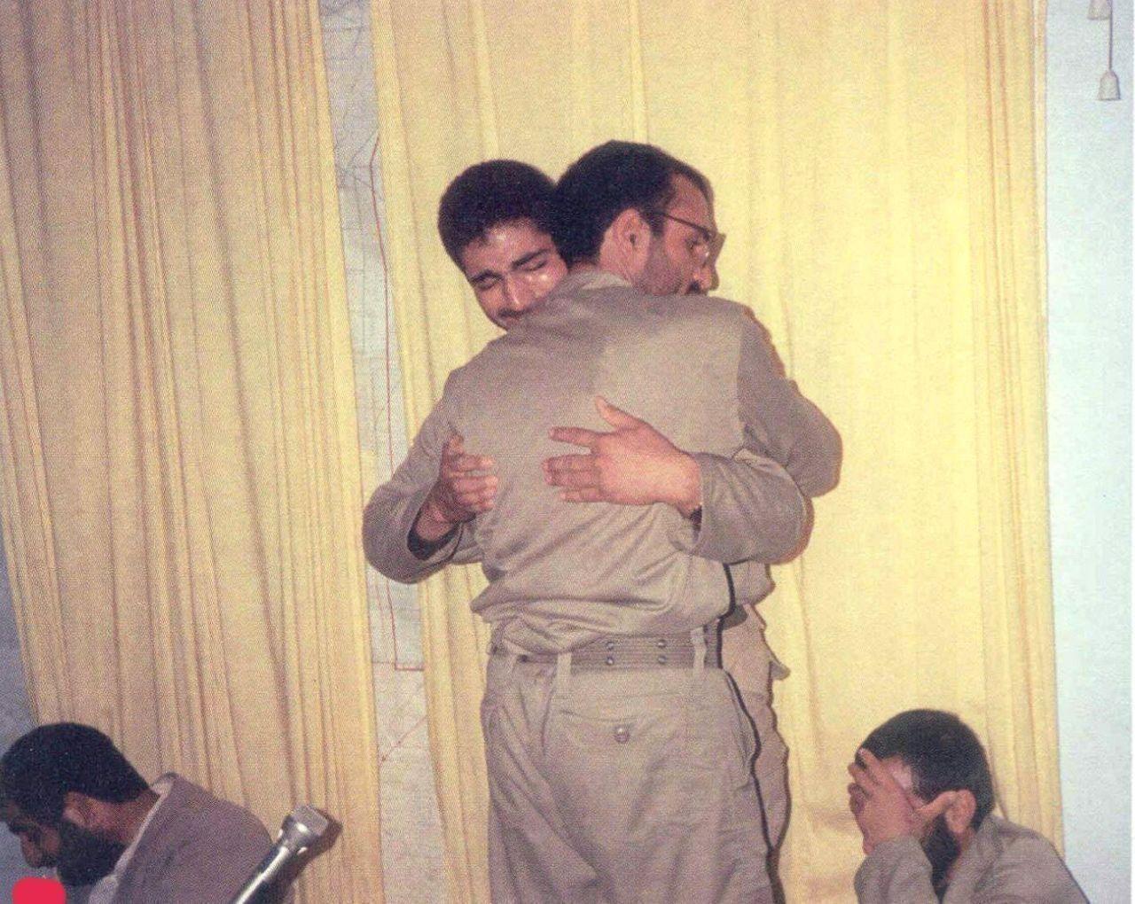 تصویری دیده نشده از لحظه وداع سردار شهید حاج قاسم سلیمانی