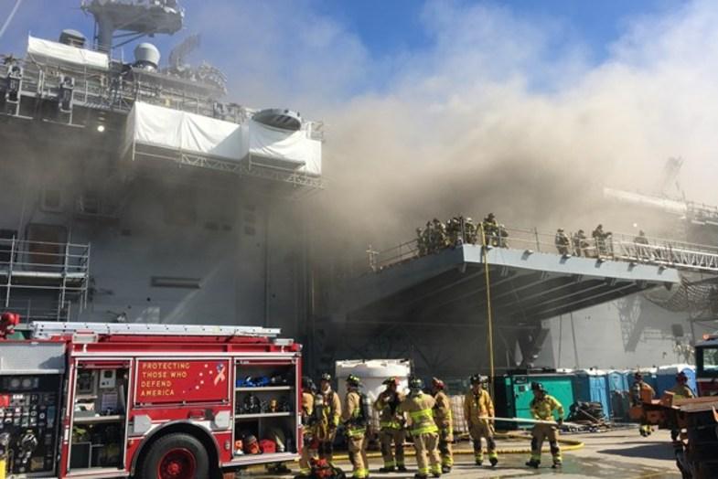 جهنمی از آتش در کشتی آمریکایی + تصاویر