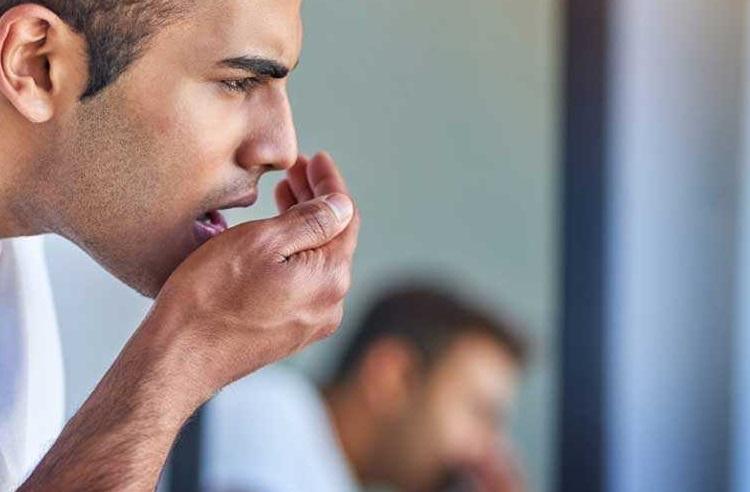 بوی بد تنفس نشانه چیست؟