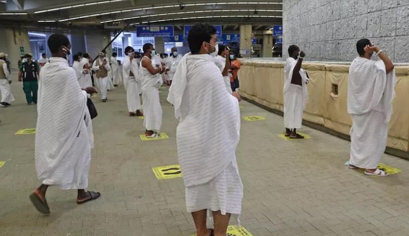 برگزاری مراسم رمی جمرات با فاصلهگذاری + عکس