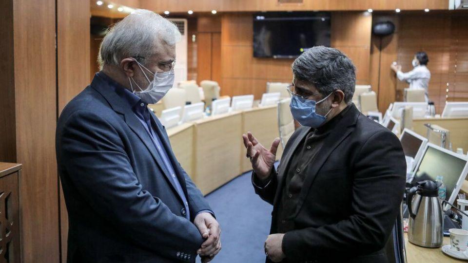 شیوه جالب ماسک زدن وزیر بهداشت در نشست با مداحان + عکس