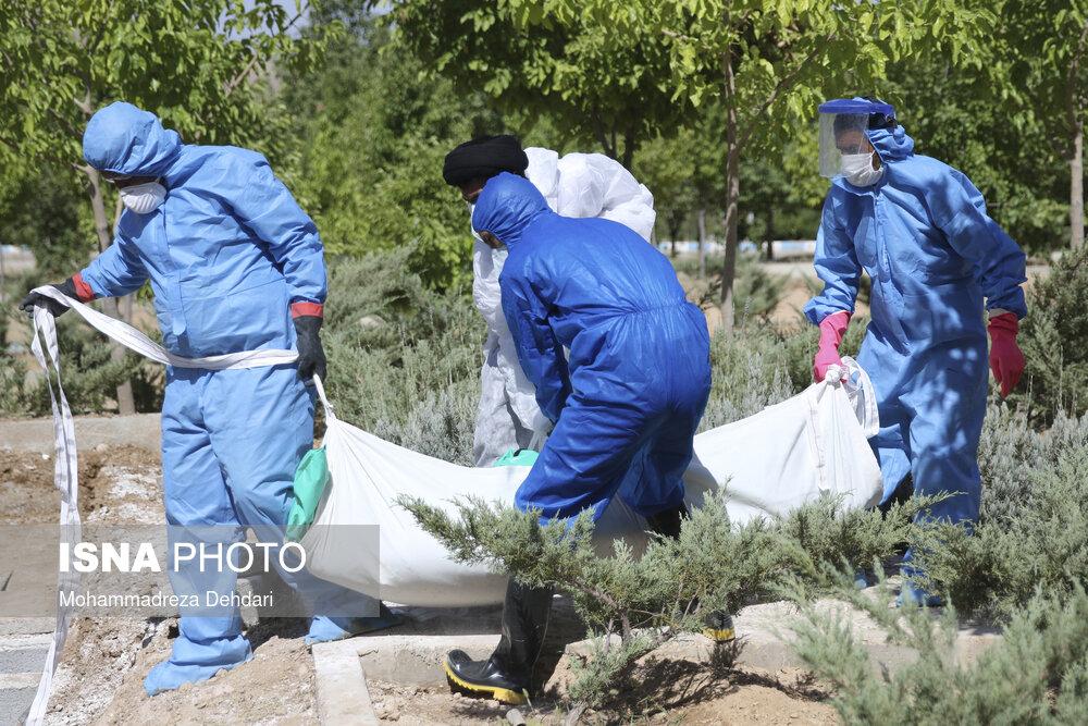 دفن بیماران کرونا در گورستان شیراز + عکس