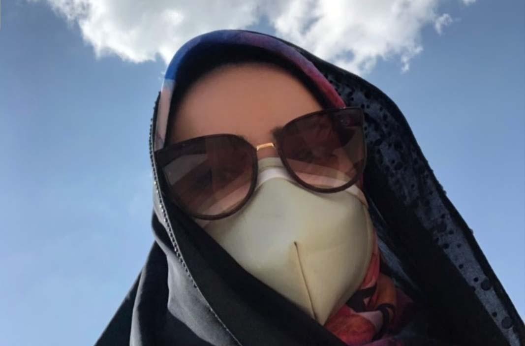 کلافگی خانم مجری از ماسک زدن در گرما + عکس