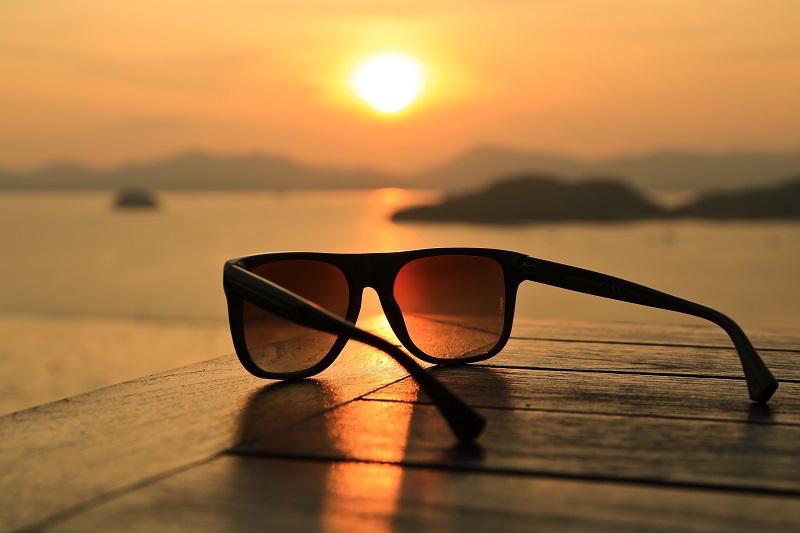 عینک آفتابی در کدام مناطق لازم تر است