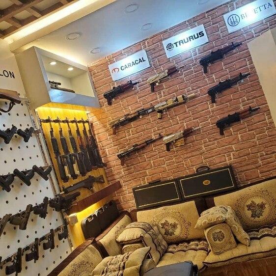 اینجا آمریکا نیست. یک مغازه فروش سلاح در صنعاست+ عکس