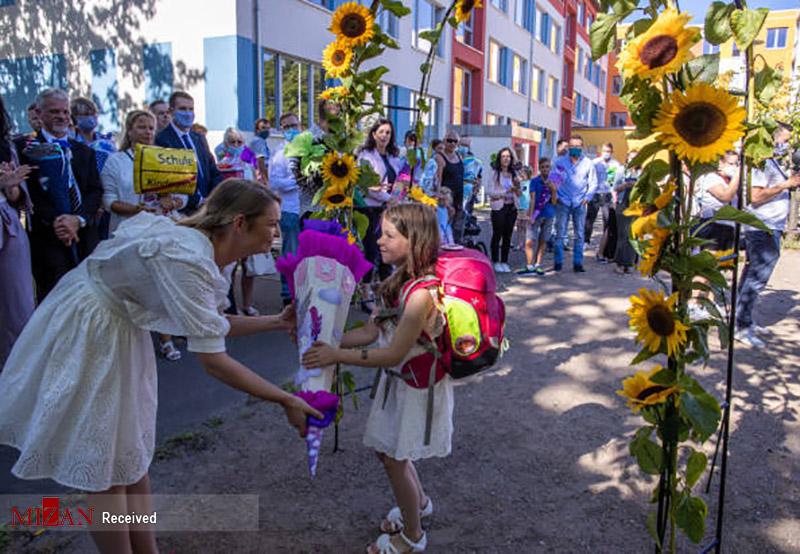 ثبت نام مدارس در مکلنبورگ آلمان + عکس