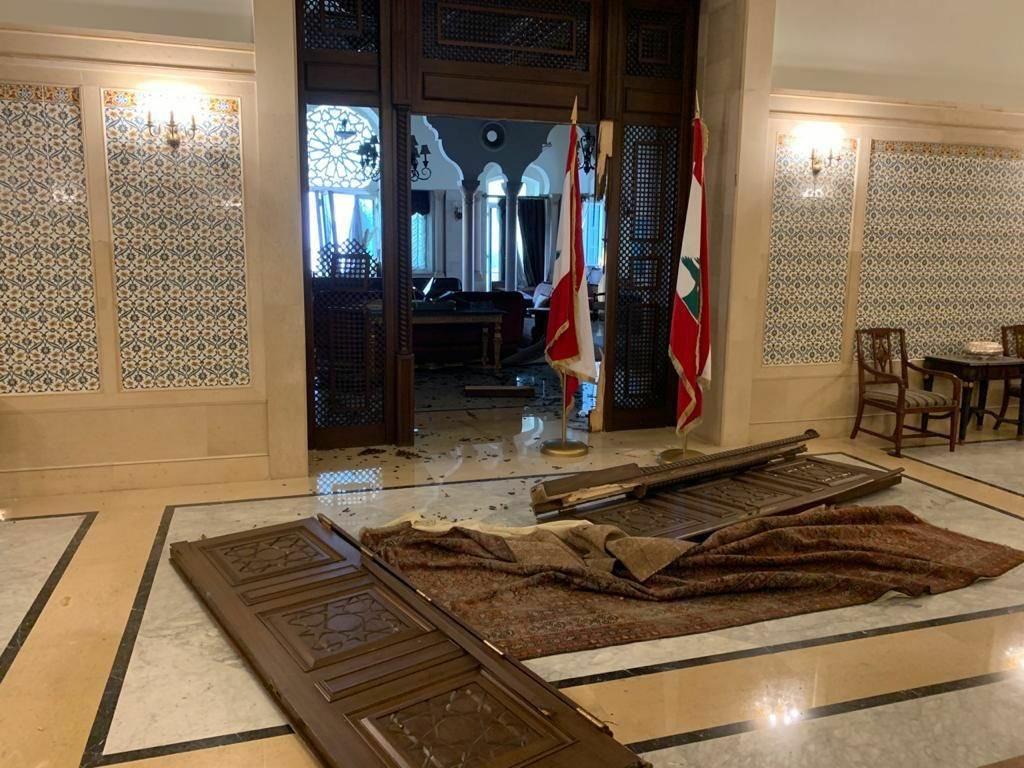 خسارات وارده به ساختمان نخست وزیری لبنان + عکس