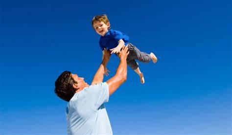 بازی کردن پدران با کودکانشان چه تاثیری بر روی آن ها دارد؟