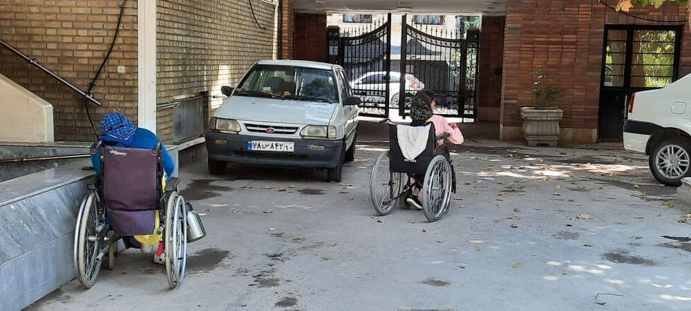 دختران معلولی که چرخ ویلچرشان میلنگد