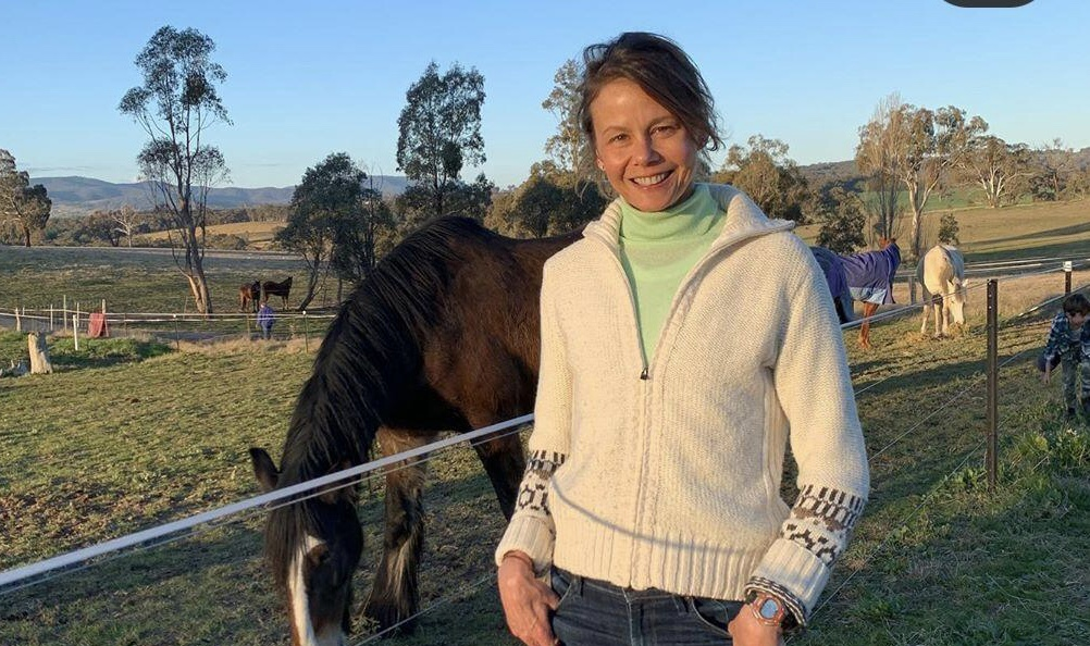 خواهر نیکول کیدمن مشغول کار در مزرعه + عکس