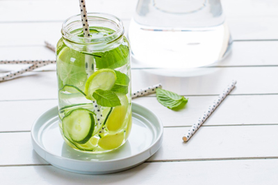 فواید نوشیدن آب لیمو و معده خالی+عکس