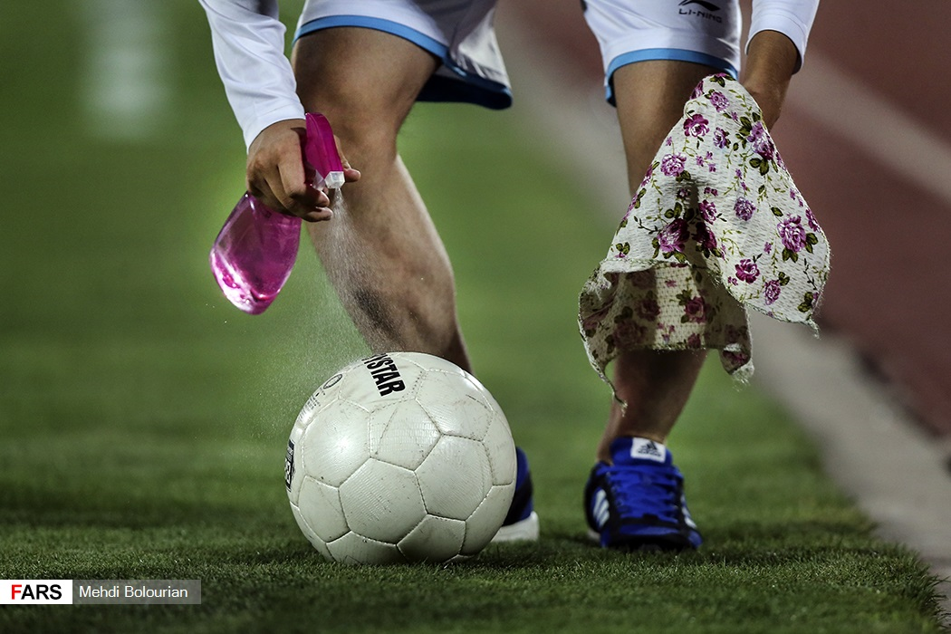 ضدعفونی توپ پیش از بازی جام حذفی + عکس