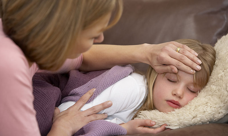 پایین آوردن تب کودک با رعایت چند نکته تغذیه ای