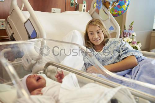 کرونا از طریق شیر مادر منتقل  می شود؟