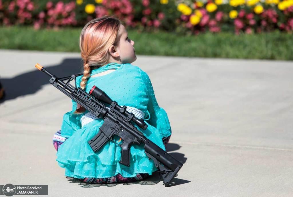 کودک آمریکایی حامی حمل اسلحه! + عکس