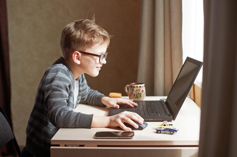 مراقب سلامت دانش آموزان در کلاس های آنلاین باشیم